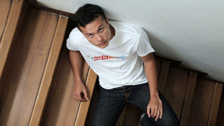 5 Cara Elegan Jadi Cowok Pendiam Yang Cool Nya Kebangetan Kayak Nicholas Saputra