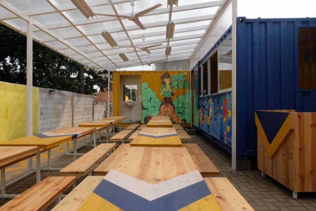 Desain kafe Warbox Container di Bogor karya Gita Arumingtyas