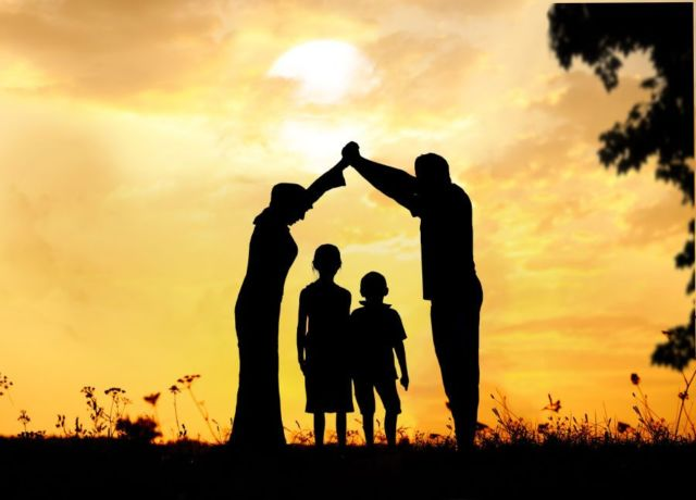 keluarga yang selalu memperjuangkan kebahagiaan kita