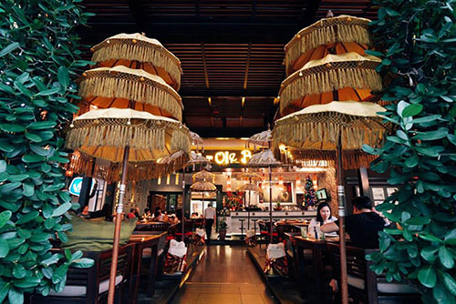 Suasana makan ala Bali yang authentic