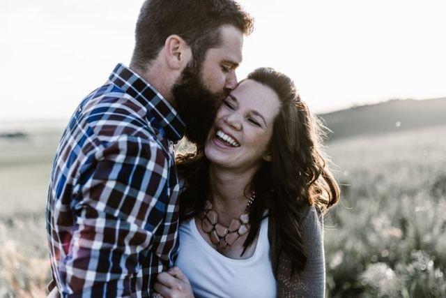 Ciuman di pipi, lambang kepolosan cinta.