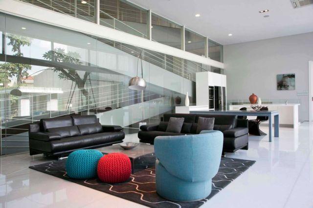 Desain interior warna biru Selat House di Surabaya karya Das Quadrat