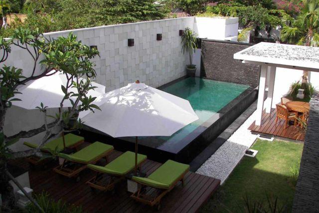 Desain gazebo taman minimalis Merah Muda Villa di Bali karya Made Dharmendra Architect