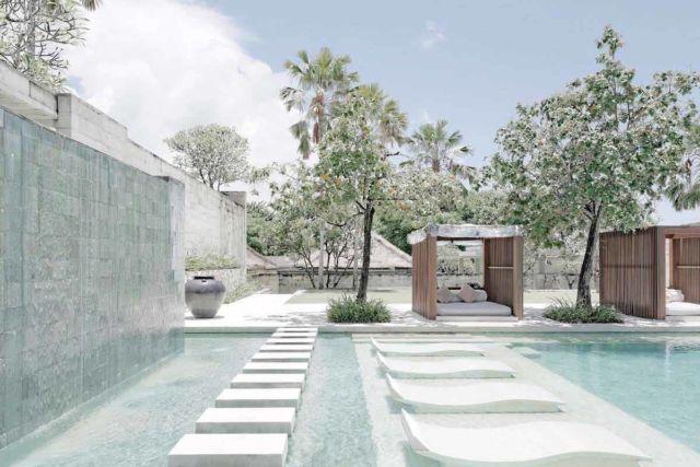 Desain gazebo taman minimalis The Bale di Bali karya Studio TonTon