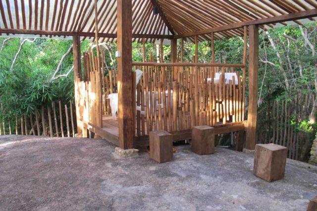 Desain gazebo taman minimalis Arumdalu di Belitung karya RAW Architecture