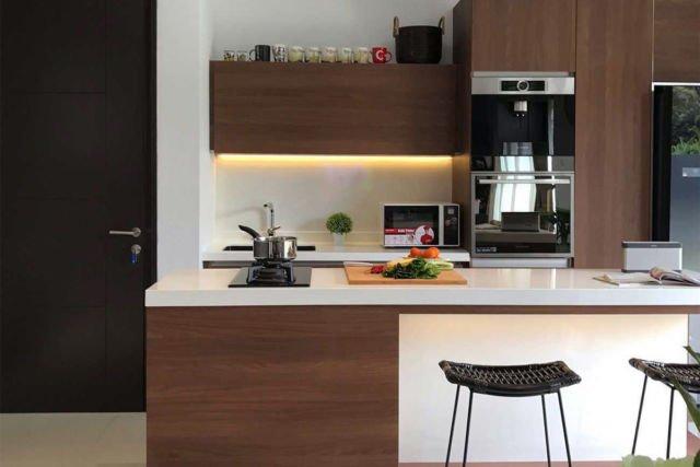 Meja dapur Olive House Project di Bogor karya Vindo Design