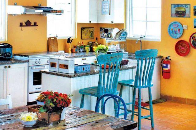 Meja dapur Rumah Paris di Yogyakarta karya Vindo Design
