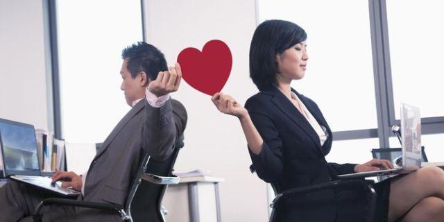 cinta di kantor