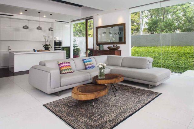 Ruang keluarga dan dapur jadi satu ruangan indah, proyek IS House oleh Mint-DS