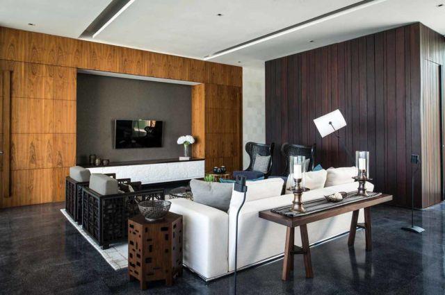 Desain ruang keluarga bergaya mid century, proyek Villa WRK oleh Parametr Indonesia