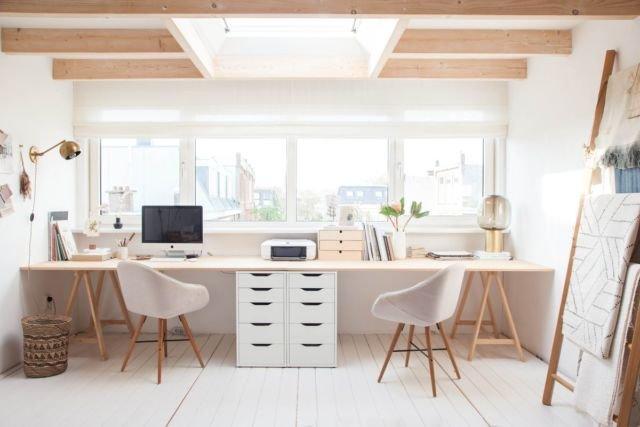 Ruang Kerja dengan Jendela Besar