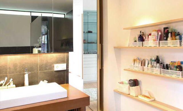 gantung memanjang untuk lebih banyak tempat, kamar mandi P Modern Home oleh Inspace Studio