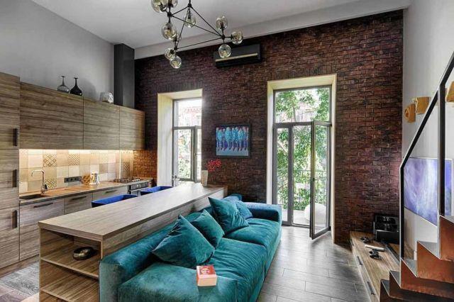 Desain interior apartemen minimalis dengan pintu kaca tinggi