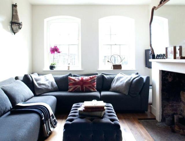Sofa besar dalam apartemen mungil