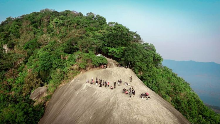 Gunung Lembu Gunung Dengan Pemandangan Alam Yang Cantik Nan Spektakuler Di Purwakarta