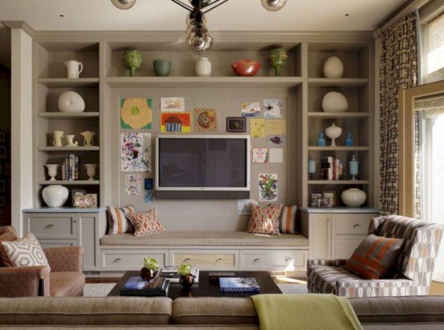 Ruang Keluarga dengan Aneka Dekorasi