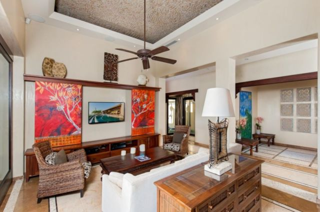 Ruang Keluarga Nuansa Tropis