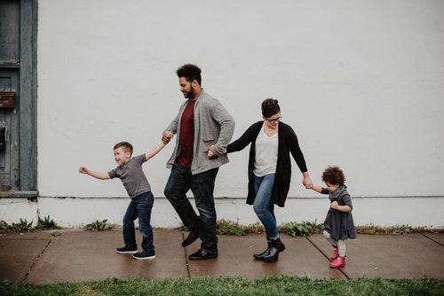 Keluarga kecil sumber kebahagiaanmu