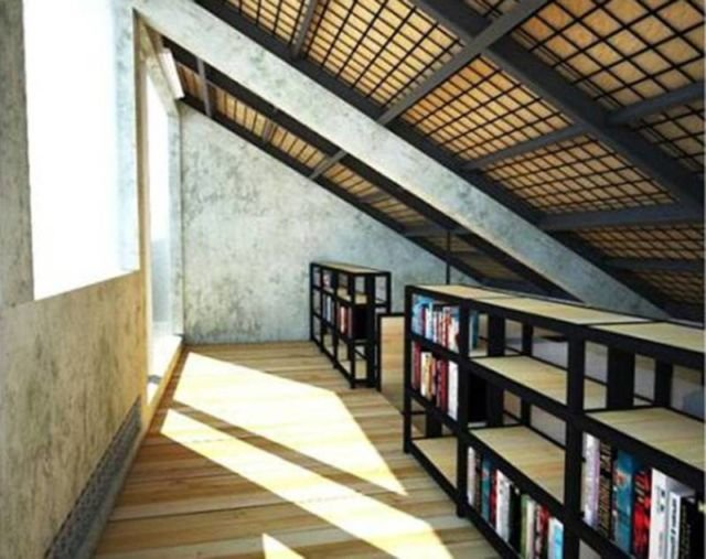 Perpustakaan mini di area loteng Rumah Kecil at Ozone Residence oleh Akanoma Yu Sing