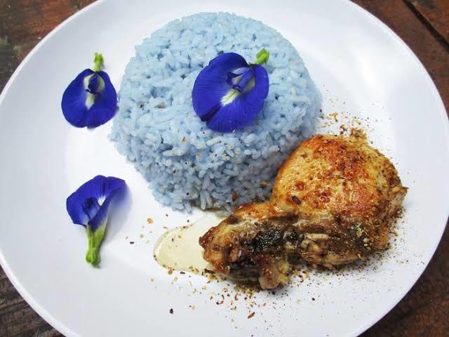 Nasi biru dengan pewarna alami (Bunga Telang)