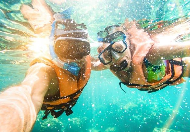 Di summer camp bisa snorkeling sambil belajar bahasa Inggris