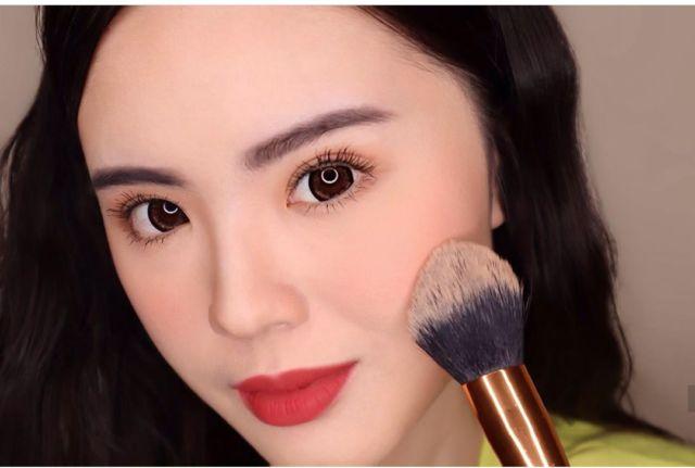 Perhatikan Makeup Mata