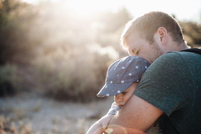 Peluk diriku ayah - Photo by JoshWilink