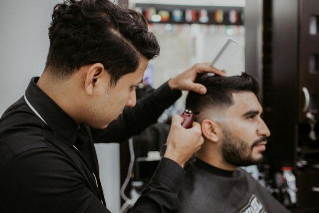 Buka barbershop seru kayaknya