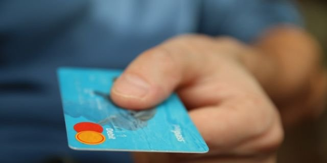 Card payment (Photo by : Elevate)