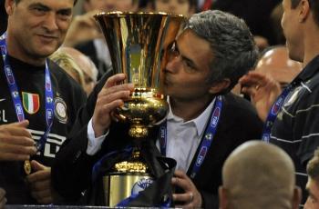 Mou treble winner bersama Inter Milan.