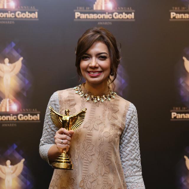 Mba Nana saat mendapat penghargaan dari panasonic Global Award.