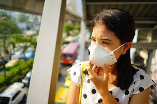 Tidak menggunakan masker.