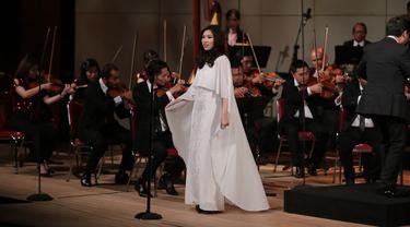 Isyana Sarasvati Excited Bernyanyi Lagu Klasik