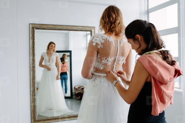 7 Pertanyaan yang Wajib Kamu Tanyakan saat Fitting Baju. Kunci Tampil  Sempurna di Hari Pernikahan