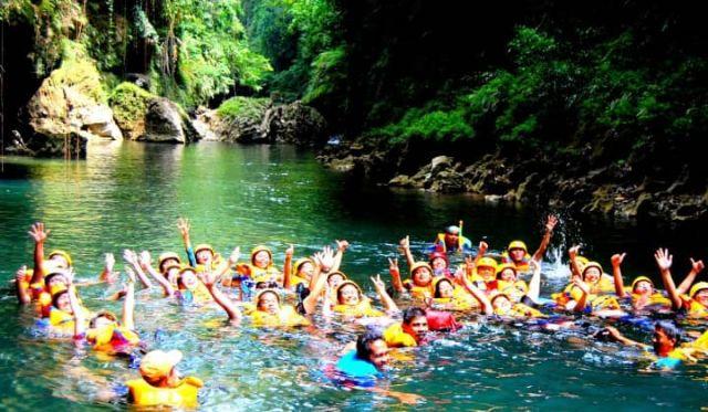 Body Rafting Menyusuri Green Canyon