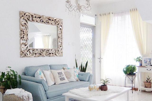 Nggak Cuma Di Kamar 10 Ide Penataan Cermin Di Ruang Tamu Ini Justru Bikin Lega Kapan Nyoba