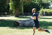 Jogging di sekitaran rumah