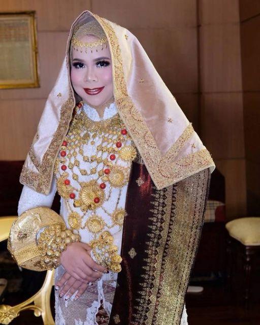 Pengantin Koto Gadang / MUA : @anpasuha_official / Attire : @desiskandarwedding