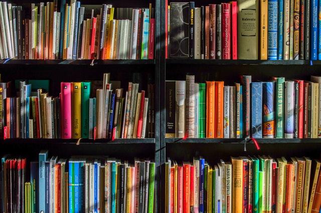 Kamus-kamus dan buku-buku