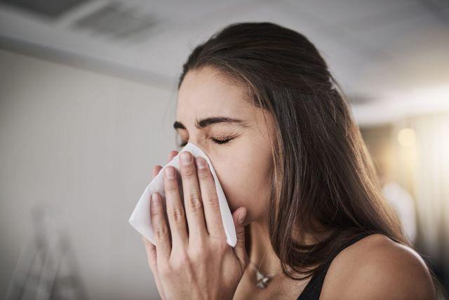 7 Etika Saat Batuk atau Bersin, Biar Virus atau Bakteri