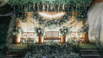 10 dekorasi pelaminan dengan backdrop papan kayu. pesta di