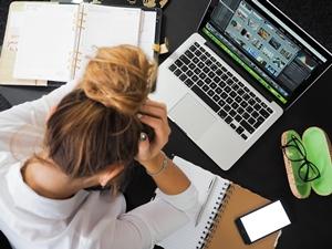 Saat kerjaan numpuk memicu stress