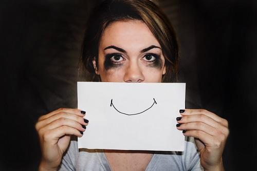 Apa Gejala dari Smiling Depression?