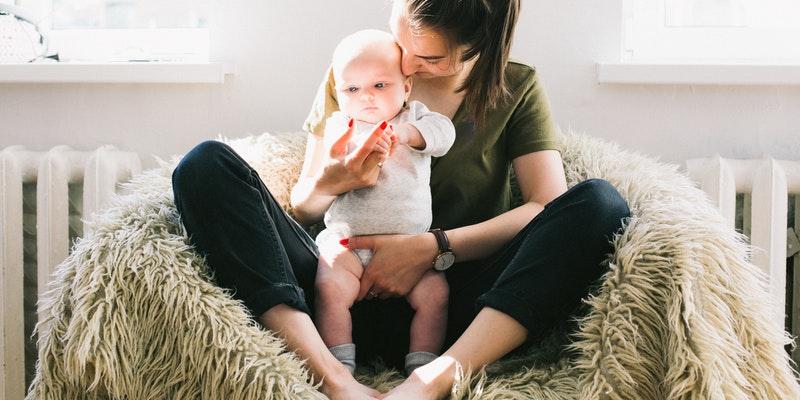 ibu dan anak (pexels.com/Daria Shevtosa)