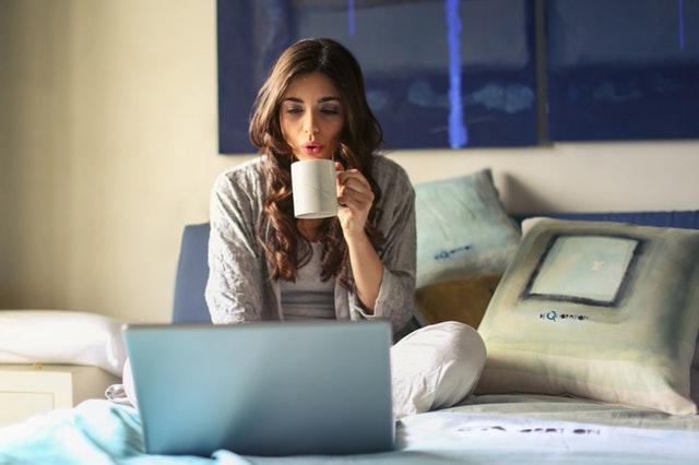 Kamu bisa ikut pelatihan online alias Webinar