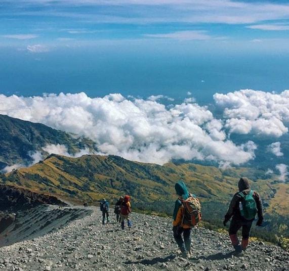 Gunung Rinjani photo by @zaink_nst