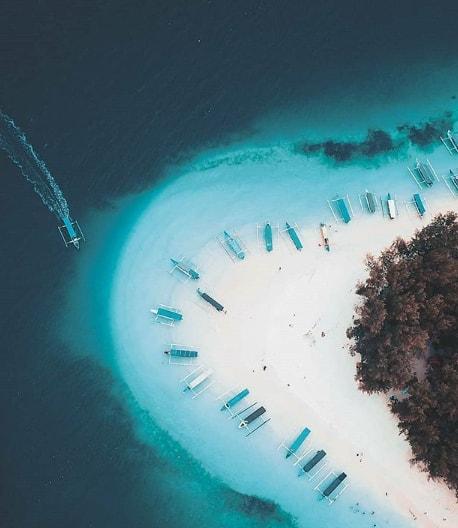 Island Hopping by @layungananta