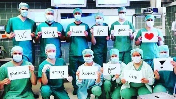 Kampanye untuk menyerukan agar masyarakat diam di rumah (Foto: Dok. BoredPanda/Twitter)