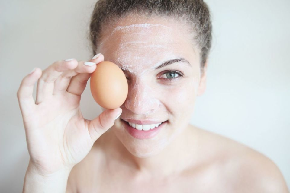 6 Racikan Masker Putih Telur Yang Ampuh Angkat Komedo Hingga Menghilangkan Bulu Halus Di Wajah