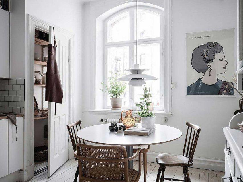 Ruang makan mungil bergata skandinavian